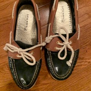 Sperry navy boat shoes. Fun and preppy
